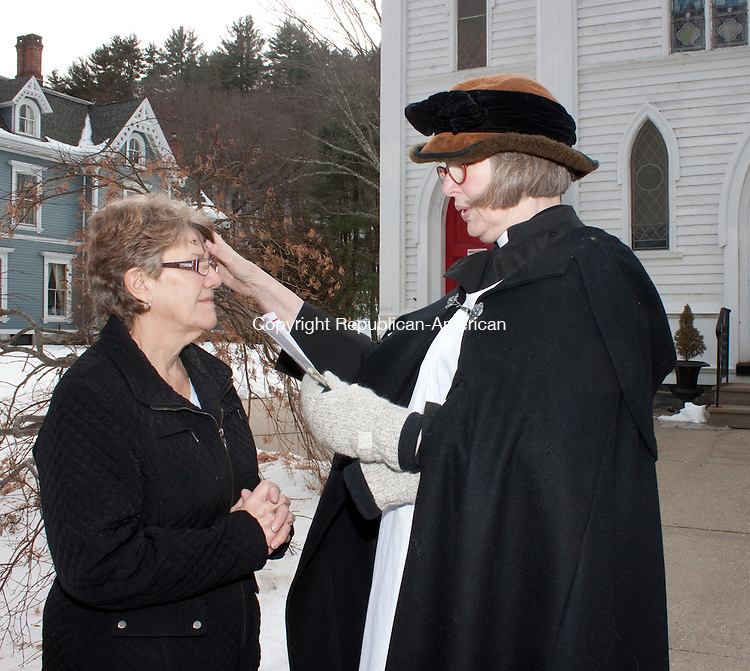 NEW HARTFORD CT- MARCH05 2014 030514DA02-Carol Cable of Hawinton receives her ashes by the Rev. Salin Low of St. John's Episcopal Church in New Hartford during an &quot;Ashes to Go&quot; held outside of the church on Wednesday. Ash Wednesday marks the beginning of the season of Lent and for some with a busy schedules this service offers the imposition of ashes to commuters as they pass through downtown New Hartford.<br /> Darlene Douty Republican American