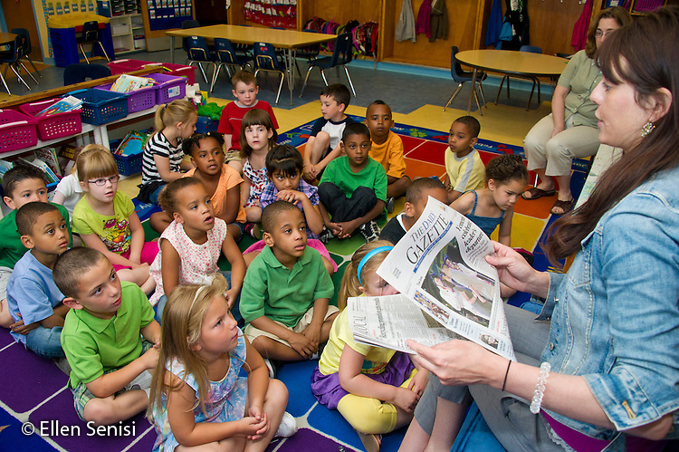 MR / Schenectady, NY. Zoller Elementary School. Kindergarten. Teacher leads class lesson on current events in the newspaper. MR: San10. ID: AL-gKs. © Ellen B. Senisi