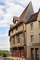 France, Eure-et-Loir (28), Chartres, Maison à colombage dite maison du Saumon place de la Poissonnerie // France, Eure et Loir, Chartres, half timbered house called maison du Saumon (Salmon house), Poissonnerie Square