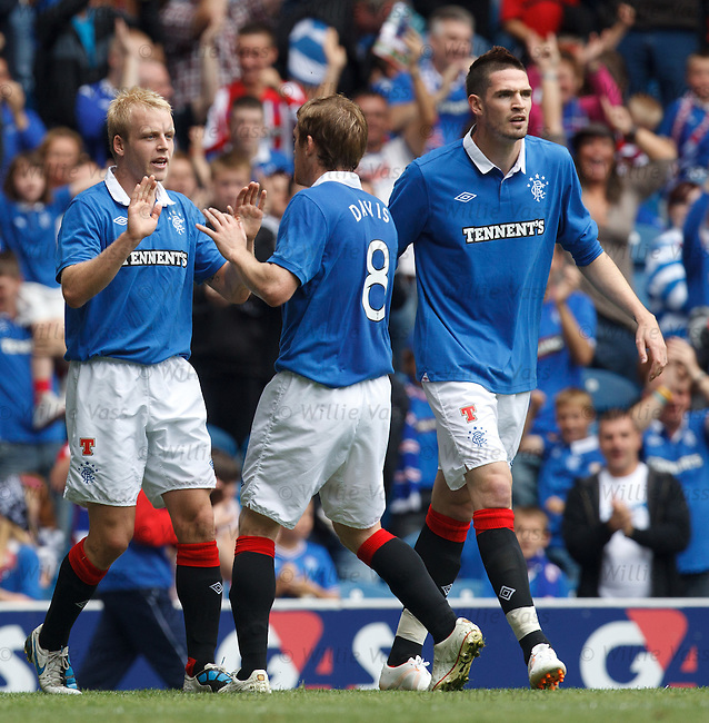 Steven Naismith celebrates his goal with Steven Davis and Kyle Lafferty