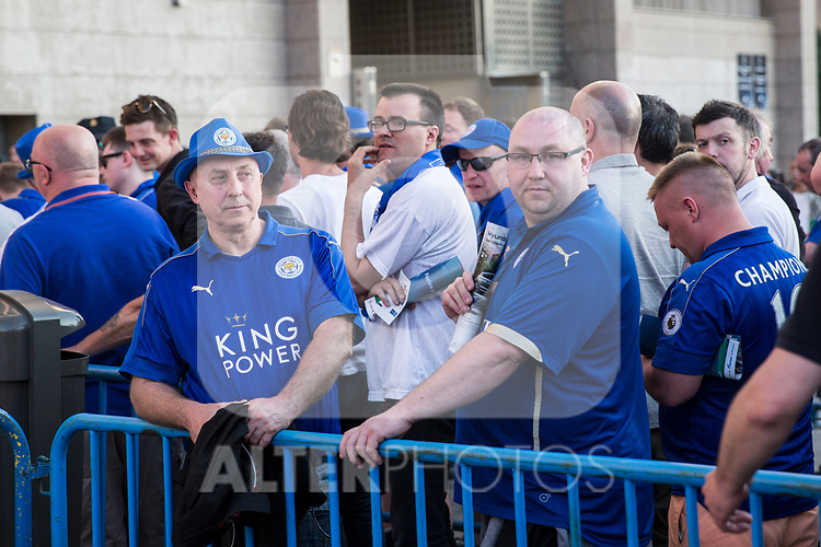 Supporters of Leicester City Football Club during the match of  Champions LEague between  Atletico de Madrid and LEicester City Football Club at Vicente Calderon  Stadium  in Madrid, Spain. April 12, 2017. (ALTERPHOTOS / Rodrigo Jimenez)