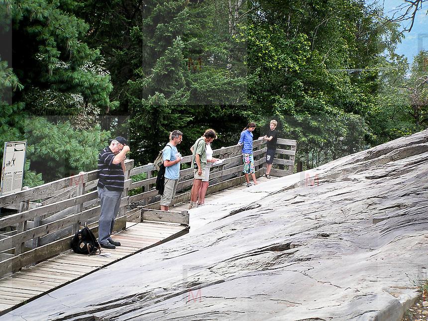 Parco Nazionale delle incisioni rupestri di Campo di Ponte in Valcamoonica, provincia di Brescia. La grande roccia, o n.1, la più ricca di figure incise, circa un migliaio