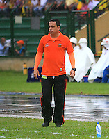 FLORIDABLANCA - COLOMBIA -20 -03-2014: Juan C Sanchez, técnico de Envigado FC durante partido Alianza Petrolera y Envigado FC por la fecha 18 de la Liga Postobon I-2014, jugado en el estadio Alvaro Gomez Hurtado de la ciudad de Floridablanca. /  Juan C Sanchez coach of Envigado FC during a match Alianza Petrolera and Envigado FC for the date 18th of the Liga Postobon I-2014 at the Alvaro Gomez Hurtado stadium in Floridablanca city  Photo: VizzorImage  / Duncan Bustamente / Str
