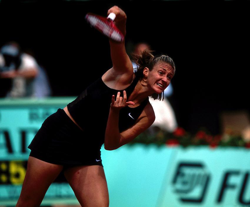 Photo. Richard Lane.Roland Garros French Open Tennis 2002..30/5/2002.Mary Pierce