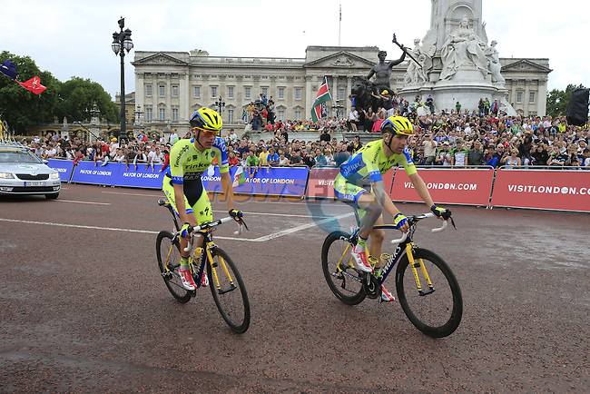 Tinkoff-Saxo riders round the final bend at Buckingham Palace at the end of Stage 3 of the 2014 Tour de France running 155km from Cambridge to London. 7th July 2014.<br /> Picture: Eoin Clarke www.newsfile.ie