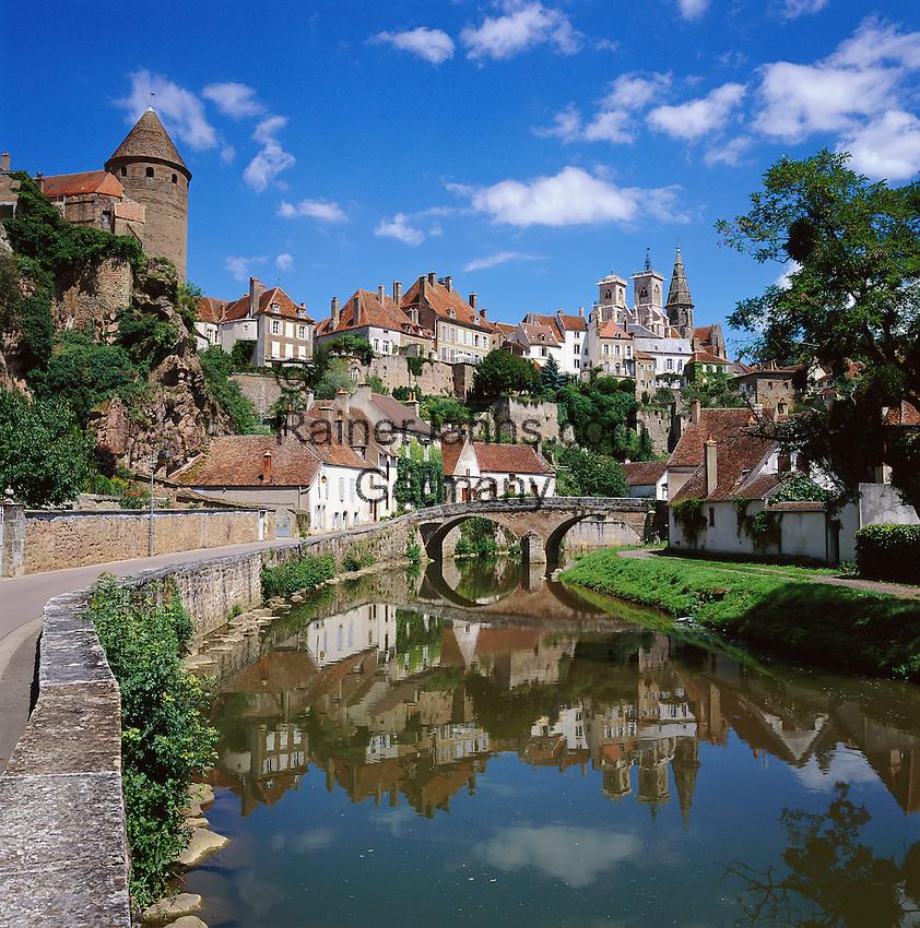 France, Burgundy, Côte d'Or, Semur-en-Auxois: picturesque small town at river Armancon | Frankreich, Burgund, Bourgogne, Côte d'Or, Semur-en-Auxois: malerische Kleinstadt am Fluss Armancon
