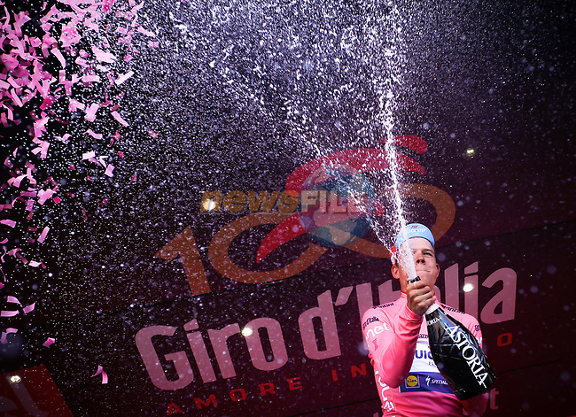 Bob Jungels (LUX) Quick-Step Floors retains the race leaders Maglia Rosa at the end of Stage 5 of the 100th edition of the Giro d'Italia 2017, running 159km from Pedara to Messina, Sicily, Italy. 10th May 2017.<br /> Picture: LaPresse/Simone Spada | Cyclefile<br /> <br /> <br /> All photos usage must carry mandatory copyright credit (&copy; Cyclefile | LaPresse/Simone Spada)
