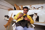 California, Los Angeles, 1982. American animal trainer Moe Di Sesso transforming the most diverse animals into cinema stars. Among his successes, the famous German Shepherd, Rin Tin Tin. He died in Newhall, CA at age 83.