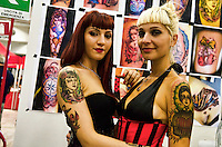 SILVI (TE): 7° CONVENTION EAST COAST TATTOO. IN PHOTO TWO PIN-UP. FOTO DI LORETO