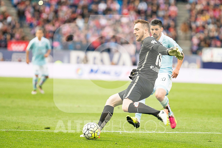 Atletico de Madrid's Oblak and Celta de Vigo's Nolito during La Liga Match at Vicente Calderon Stadium in Madrid. May 14, 2016. (ALTERPHOTOS/BorjaB.Hojas)
