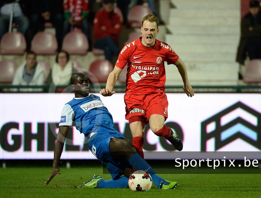 KV Kortrijk - Racing Genk : Kalidou Koulibaly (l) graait Brecht Capon (r) mee in zijn tackle<br /> foto VDB / BART VANDENBROUCKE
