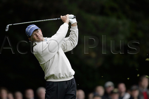 15 Oct 2004: South African golfer Retief Goosen (RSA) drives from the 2nd tee during his second round match against Lee Westwood (ENG). HSBC World Matchplay Championship, Wentworth, England. Photo: Glyn Kirk/Actionplus....041015.golf golfer driving iron drive