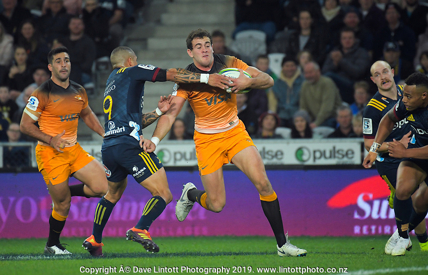 Jaguares' Emiliano Boffelli tries to fend off Aaron Smith (left) during the Super Rugby match between the Highlanders and Jaguares at Forsyth Barr Stadium in Dunedin, New Zealand on Saturday, 11 May 2019. Photo: Dave Lintott / lintottphoto.co.nz