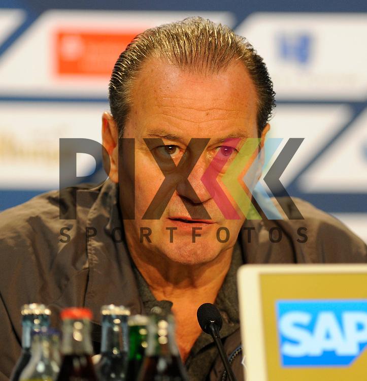 Hoffenheims Trainer Huub Stevens  beim Spiel in der Bundesliga TSG 1899 Hoffenheim - Borussia Moenchengladbach.<br /> <br /> Foto &copy; PIX-Sportfotos *** Foto ist honorarpflichtig! *** Auf Anfrage in hoeherer Qualitaet/Aufloesung. Belegexemplar erbeten. Veroeffentlichung ausschliesslich fuer journalistisch-publizistische Zwecke. For editorial use only.