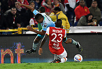 BOGOTA - COLOMBIA - 30 - 11 - 2017: Dairon Mosquera (Der.) jugador de Independiente Santa Fe disputa el balón con Darwin Lopez (Izq.) jugador de Jaguares F. C., durante partido de vuelta de los cuartos de final entre Independiente Santa Fe y Jaguares F. C., de la Liga Aguila II 2017 en el estadio Nemesio Camacho El Campin de la ciudad de Bogota. / Dairon Mosquera (R) player of Independiente Santa Fe struggles for the ball with Darwin Lopez (L) player of Jaguares F. C., during a match between Independiente Santa Fe y Jaguares F. C., of the quarter of finals for the Liga Aguila II 2017 at the Nemesio Camacho El Campin Stadium in Bogota city, Photo: VizzorImage / Luis Ramirez / Staff.