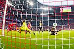 14.04.2018, Allianz Arena, Muenchen, GER, 1.FBL,  FC Bayern Muenchen vs. Borussia Moenchengladbach, im Bild Tor zum 3-1 durch Thiago (FCB #6) mit Yann Sommer (Borussia #1) Aufgenommen mit der Hintertor Remote Kamera <br /> <br />  Foto &copy; nordphoto / Straubmeier