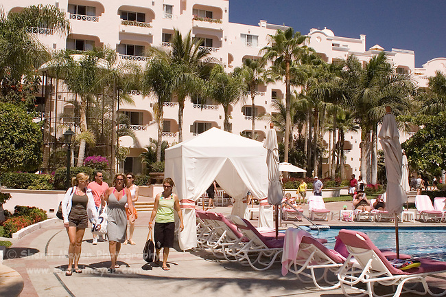 Tourists at the pool, Pueblo Bonito Rose' Resort, Cabo San Lucas, Baja California, Mexico