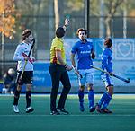 UTRECHT -  scheidsrechter Paul van Assum geeft groene kaart, ) tijdens  de hoofdklasse hockeywedstrijd mannen, Kampong-Amsterdam (4-3).  COPYRIGHT KOEN SUYK
