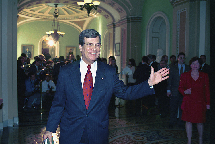 2/12/99.IMPEACHMENT VOTE--Trent Lott, R-Miss., talks with reporters outside the Senate chamber after the impeachment vote..CONGRESSIONAL QUARTERLY PHOTO BY DOUGLAS GRAHAM