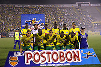 NEIVA -HUILA -COLOMBIA, 22-NOVIEMBRE-2014.Formacion del Atletico Huila antes de su encuentro con  el Independiente Santa Fe  partido por los cuadrangulares semifinales 3 fecha  de la Liga Postobón 2014-II , jugado en el estadio Guillermo Plazas Alcid de la ciudad de Neiva./Team of Atletico Huila against  Independiente Santa Fe  during the semifinal  match runs 3th date Postobón II League 2014 played at Guillermo Plazas Alcid stadium in Neiva city.Photo / VizzorImage / Felipe Caicedo  / Staff