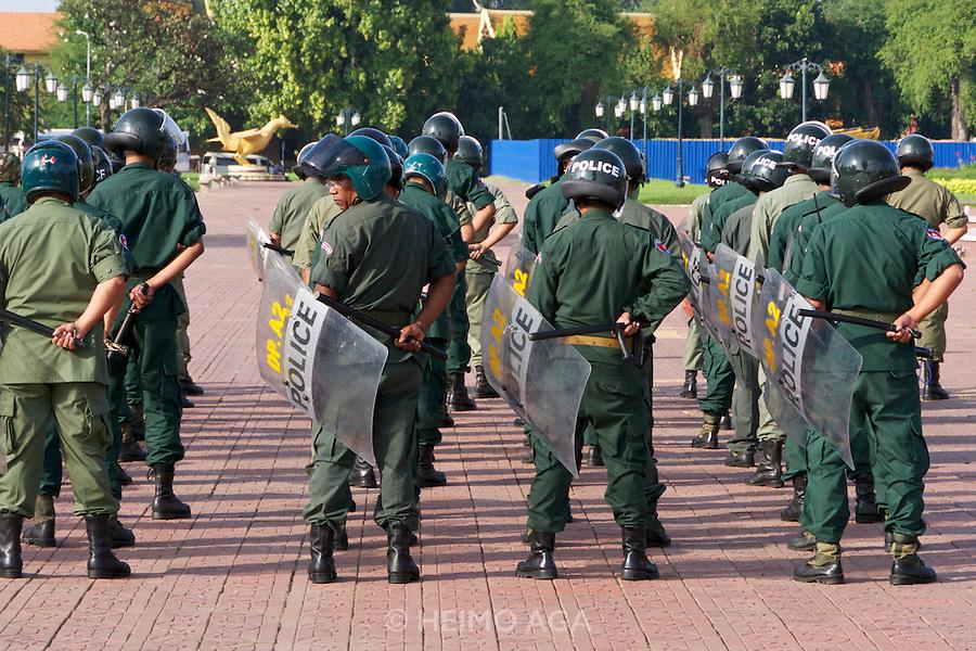 Phnom Penh, Cambodia. Riot police exercise.