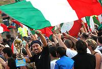 Roma, 10/07/2006 Festeggiamenti al Circo Massimo in seguito alla vittoria dell'Italia sulla Francia ai Campionati Mondiali di calcio. Con questa vittoria L'Italia si è aggiudicata la Coppa del Mondo. La squadra Italiana, atterrata a Pratica di Mare, si è recata in visita dal capo del Governo e poi,, su un pullman scoperto ha attraversato il centro di Roma fino a raggiungere il Circo Massimo dove li attendevano circa un milione di tifosi festanti.<br /> Photo Samantha Zucchi Insidefoto<br /> Celebrations at Circo Massimo in Rome for Italy's World Cup 2006 victory. The Italian players, a soon as they arrived in Rome, went to visit the Prime Minister and then on a bus reached the Circo Maximum where about 40.000 fans were waiting for them. Rome, July 09, 2006.