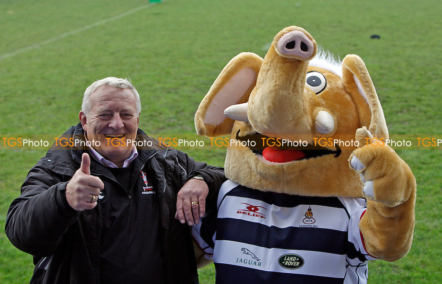 Albert Patrick Blackheath's General Manager makes friends with the Coverntry RFC mascot - Coventry RFC vs Blackheath - SSE National League One Rugby at Butts Park Arena, Coventry - 04/11/12 - MANDATORY CREDIT: Helen Watson/TGSPHOTO - Self billing applies where appropriate - 0845 094 6026 - contact@tgsphoto.co.uk - NO UNPAID USE.