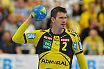 Rhein Neckar Loewe Andy Schmid (Nr.2) mit dem Ball beim Spiel in der Handball Bundesliga, Rhein Neckar Loewen - HSG Wetzlar.<br /> <br /> Foto &copy; PIX-Sportfotos *** Foto ist honorarpflichtig! *** Auf Anfrage in hoeherer Qualitaet/Aufloesung. Belegexemplar erbeten. Veroeffentlichung ausschliesslich fuer journalistisch-publizistische Zwecke. For editorial use only.
