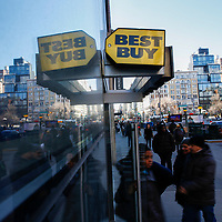 NEW YORK, NY - FEBRUARY 25:  Customers arrive to Best Buy on February 25, 2019 in Manhattan, New York. Best Buy could see robust growth in Q4, the market expects $2.57 in earnings per share on revenue of about $14.7 billion.  (Photo by Eduardo Munoz Alvarez/VIEWpress)
