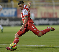 BOGOTÁ -COLOMBIA, 15-03-2014. Luis Carlos Arias jugador de Santa Fe en acción durante el encuentro entre Equidad e Independiente Santa Fe por la fecha 11 Liga Postobón I 2014 realizado en el estadio Metropolitano de Techo en Bogotá./ Luis Carlos Arias player of Santa Fe in action duriong the match between Equidad and Independiente Santa Fe during 11th date of Postobon  League II 2013 at Metropolitano de Techo stadium in Bogota. Photo: VizzorImage/ Gabriel Aponte / Staff