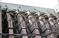 Chartres: Notre Dame de Chartres. Detail--buttresses, south side. Photo '87.