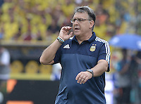 BARRANQUILLA - COLOMBIA - 17-11-2015: Gerardo Martino técnico de Argentina gesticula durante el encuentro con Colombia válido por las clasificación a la Copa Mundo FIFA 2018 Rusia jugado en el estadio Metropolitano Roberto Melendez en Barranquilla. / Gerardo Martino coach of Argentina gestures durng match against Colombia valid for the 2018 FIFA World Cup Russia Qualifiers played at Metropolitan stadium Roberto Melendez in Barranquilla. Photo: VizzorImage / Gabriel Aponte / Staff