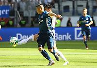 Carlos Salcedo (Eintracht Frankfurt) trennt Bobby Wood (Hamburger SV) vom Ball  - 05.05.2018: Eintracht Frankfurt vs. Hamburger SV, Commerzbank Arena, 33. Spieltag Bundesliga
