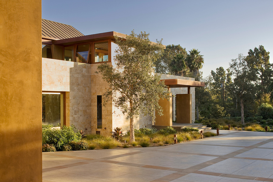 Expatriate New Zealand architect Robert Palmer designed this Del Mar, California house - the project was completed in 2008. Its clean lines and natural materials are a direct reference to Southern California mid-century modern architecture