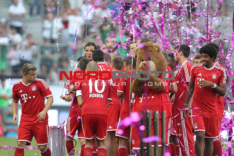 21.07.2013, Borussia Park, Moenchengladbach, GER, Telekom Cup 2013, Borussia M&ouml;nchengladbach vs FC Bayern M&uuml;nchen, im Bild<br /> Bayern M&uuml;nchen ist Telekom Cup Sieger 2013<br /> <br /> Foto &copy; nph / Mueller