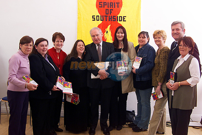 """The Cmmittee of The Southside Community Development Project,with Minister of State Noel Ahern at The launch of the Video """"Celebrating Volunteers""""in The Drogheda Arts Centre. ..Pic Newsfile"""