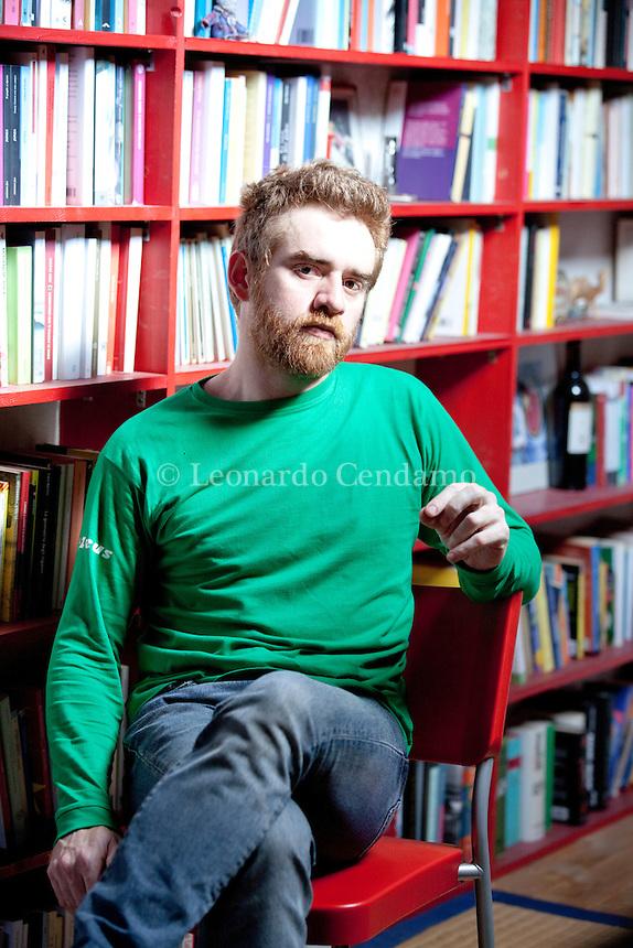 Paolo Cognetti é nato a milano, 27 gennaio 1978. Prima di diventare scrittore, Cognetti ha studiato matematica. Nel 1999 si è diplomato in Sceneggiatura alla Civica Scuola di Cinema di Milano, e con l'amico Giorgio Carella ha fondato una casa di produzione indipendente, Cameracar. Milano, 8 maggio 2013. © Leonardo Cendamo