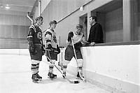 Hockey les AS de Québec - Guy Lafleur et l'entraineur Maurice Fillion, <br /> Entre le 1er et le 7 septembre 1969<br /> <br /> Photographe : Photo Moderne<br /> - Agence Quebec Presse