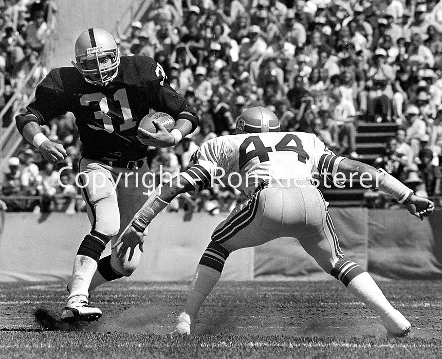 Oakland Raiders Derrick Jensen running, Seattle Sea Hawks John Harris. (1981 photo/Ron Riesterer)
