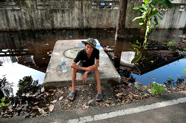 I lost my house. I lost my wife. I lost my car.<br /> <br /> Don't do floods.<br /> <br /> Thailand's worst floods for 50 years finally reached the suburbs of Bangkok in October 2011. While the government dithered and argued with itself, more than 200 people died.