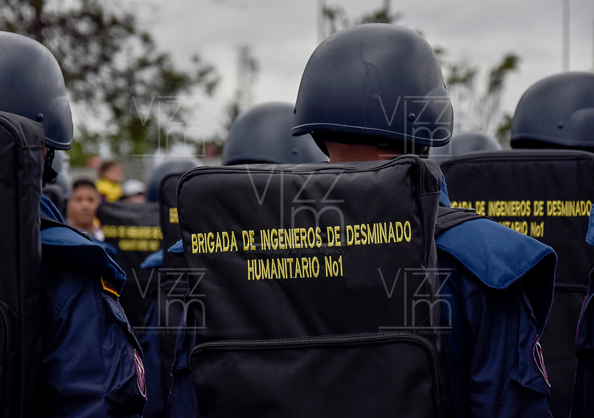 BOGOTÁ - COLOMBIA, 20-07-2018: Miembros del grupo de desminado humanitario durante el desfile Militar del 20 de Julio con motivo del 208 Aniversario de la Independencia de Colombia realizado por las calles de la ciudad de Bogotá. /Members of the group of the humanitarian demining during July 20th Military Parade on the occasion of the 208th Anniversary Independence of Colombia that took place trough the streets of Bogota city. Photo: VizzorImage / Nicolas Aleman / Cont