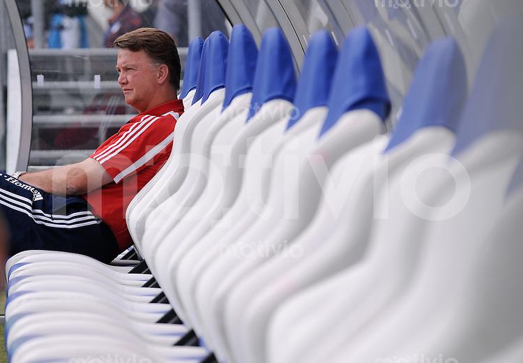Fussball DFB Pokal 1. Runde   Saison   2009/2010   02.08.2009 Spvgg Neckarelz - FC Bayern Muenchen FCB  Trainer Louis van Gaal