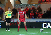 29th September 2017, Parc y Scarlets, Llanelli, Wales; Guinness Pro14 Rugby, Scarlets versus Connacht; Leigh Halfpenny of Scarlets prepares for the penalty