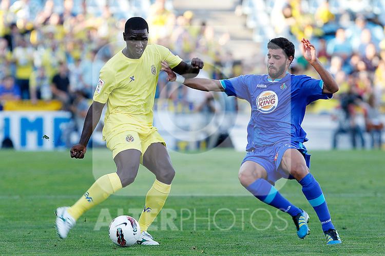 Getafe's Miguel Torres (r) and Villareal's Cristian Zapata during La Liga match.October 15,2011. (ALTERPHOTOS/Acero)