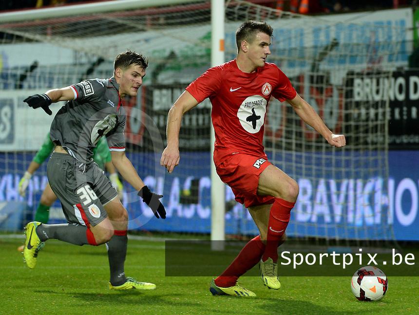 KV Kortrijk - Standard Luik : Ivan Santini aan de bal voor Dino Arslanagic (links)<br /> foto VDB / Bart Vandenbroucke