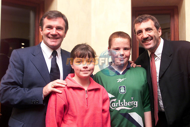 Francis and Annmarie Carragher with Ray Houghton and Alan Kennedy in the Bridgeford..Picture Paul Mohan Newsfile