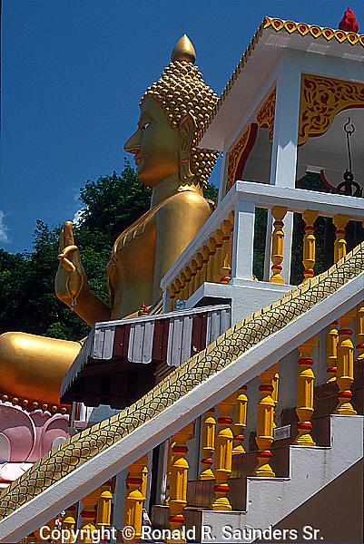 GIANT SITTING BUDDHA ATOP KHAO RANG HILL