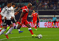 Ferreira Ari (Russland, Russia) gegen Serge Gnabry (Deutschland Germany) - 15.11.2018: Deutschland vs. Russland, Red Bull Arena Leipzig, Freundschaftsspiel DISCLAIMER: DFB regulations prohibit any use of photographs as image sequences and/or quasi-video.