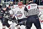 Nuernbergs Bassen gegen Koelns Oblinger im Spiel der DEL, Nuernberg Ice Tigers (dunkel) - Koelner Haie (hell).<br /> <br /> Foto &copy; PIX-Sportfotos *** Foto ist honorarpflichtig! *** Auf Anfrage in hoeherer Qualitaet/Aufloesung. Belegexemplar erbeten. Veroeffentlichung ausschliesslich fuer journalistisch-publizistische Zwecke. For editorial use only.