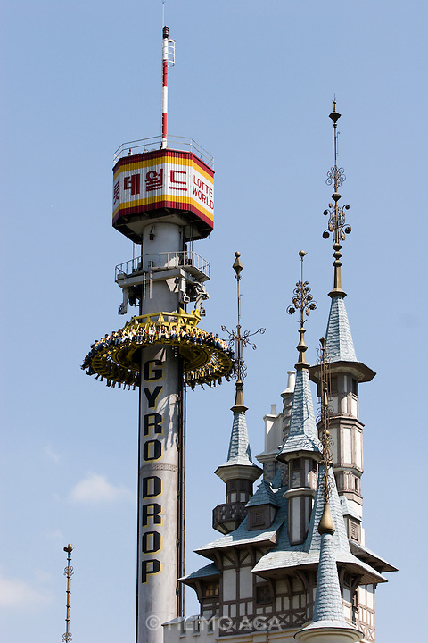 Lotte World Magic Island amusement park. Gyro drop.